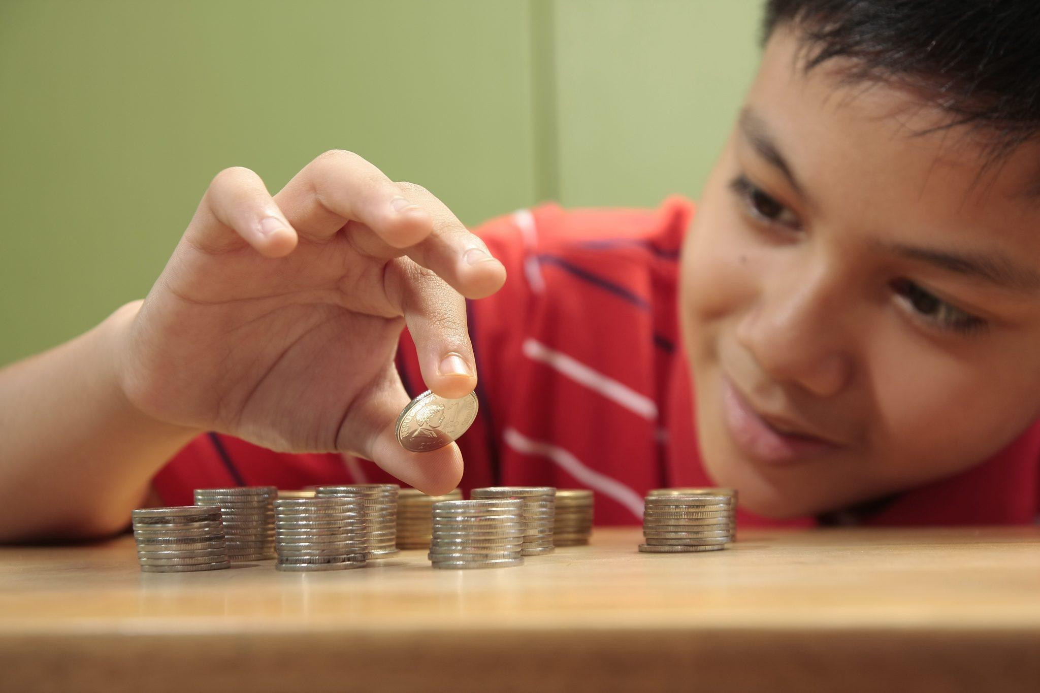 занять деньги подростку